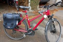 Fahrrad mit weißem Punkt